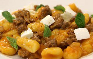 gnocchi-patate-ragu-muflone-e-bufola2